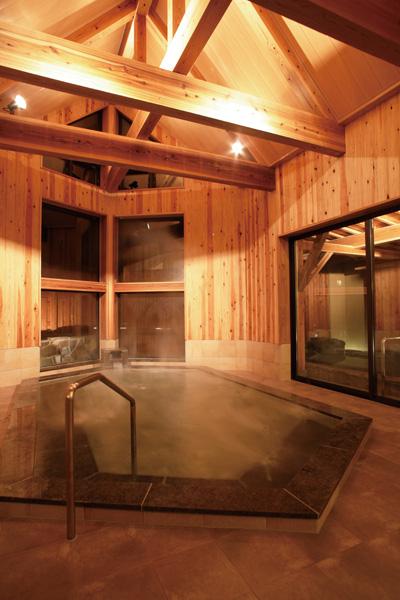 増築の桧風呂